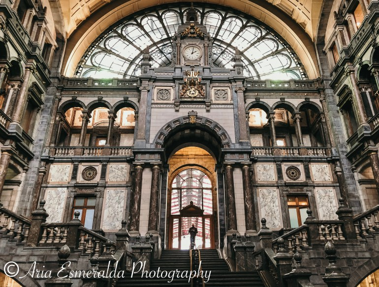 ARCHITECTURE OF ANTWERP TRAIN STATION