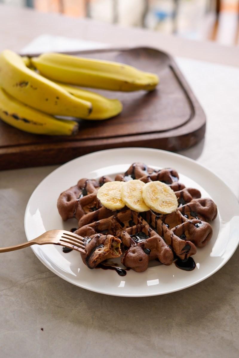 waffle de chocolate com banana - receita fácil