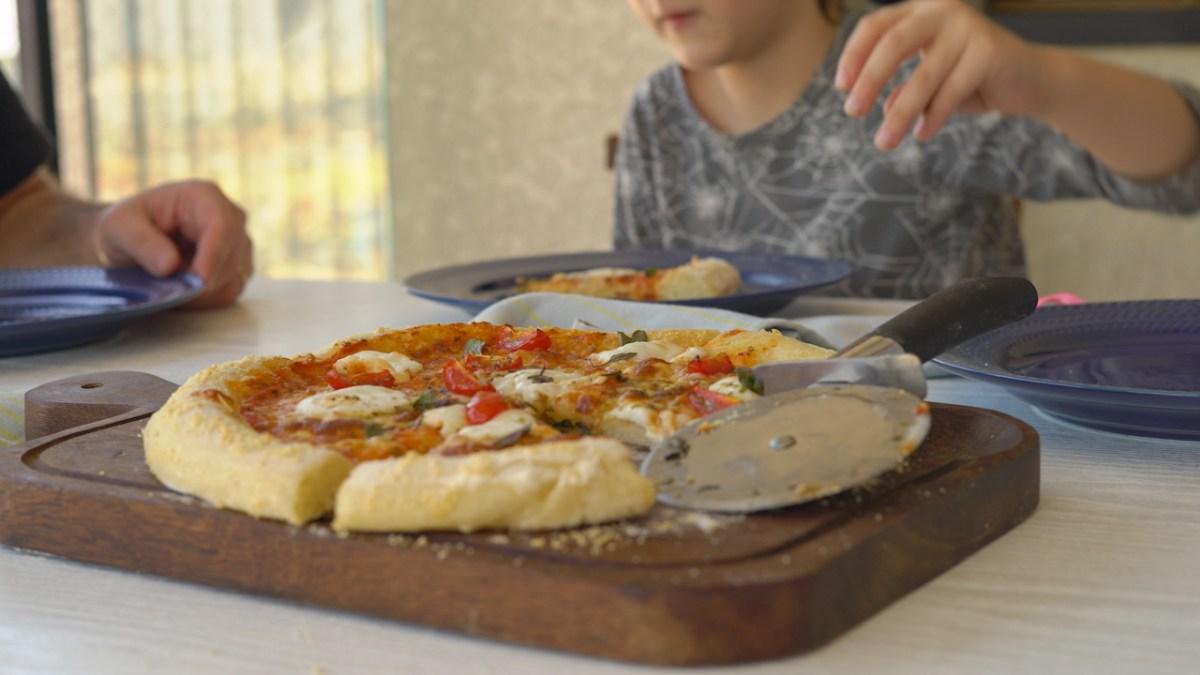 como fazer massa de pizza