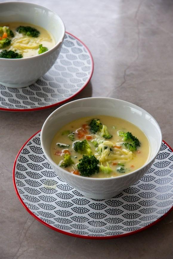 receita de sopa de brocolis e queijo - receita de inverno
