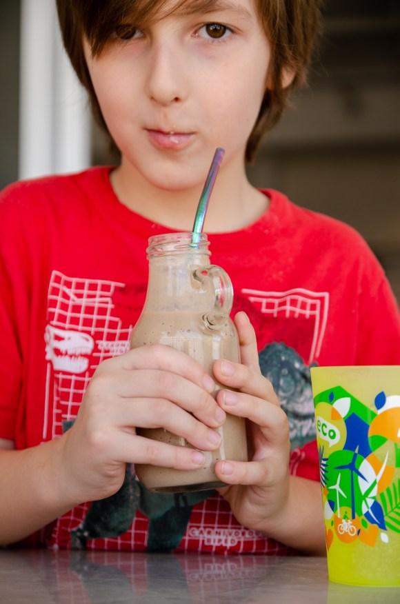 leite com chocolate nutritivo - smoothie de chocolate banana e aveia