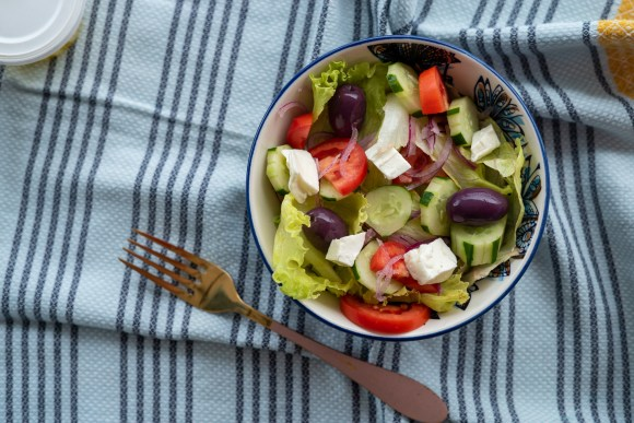 salada grega com alface