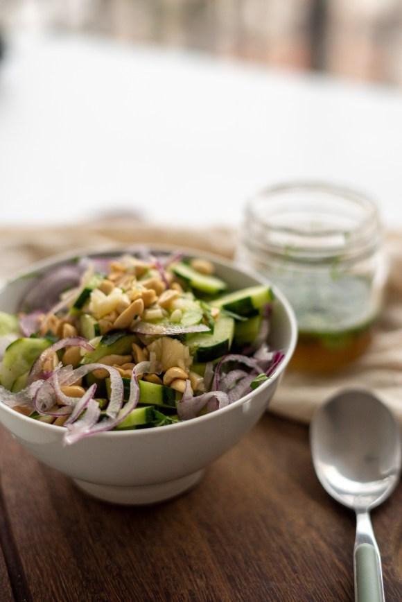 salada de pepino aGridoce thailandesa com amendoim