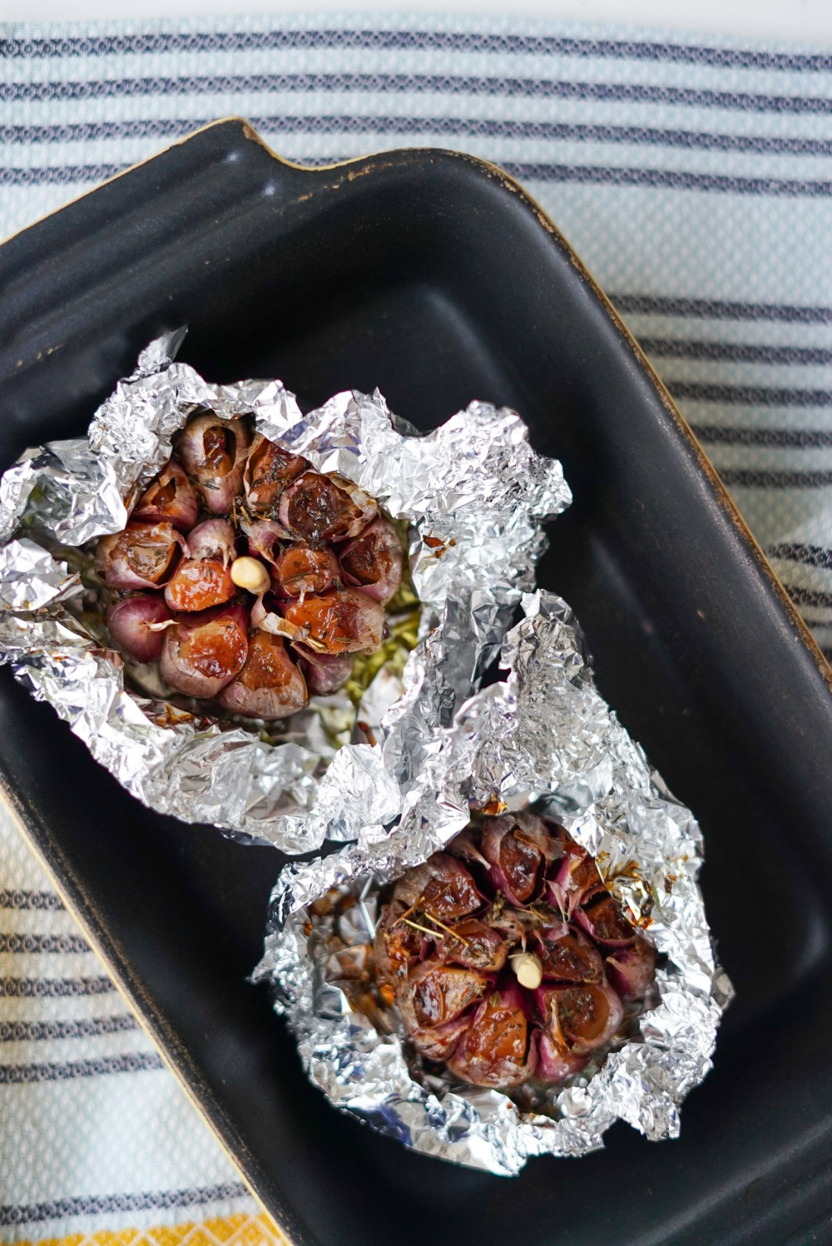 como fazer alho assado cremoso no forno