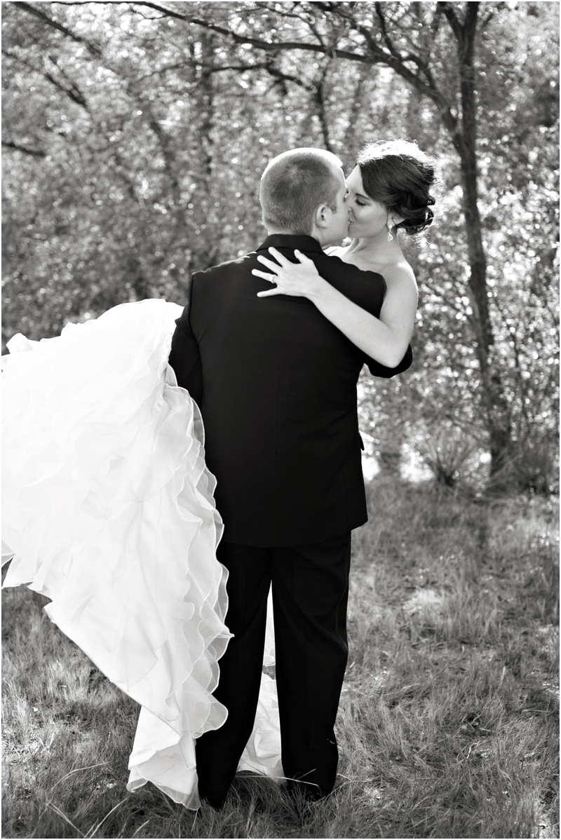 romantic kiss wedding photography lubbock photographer