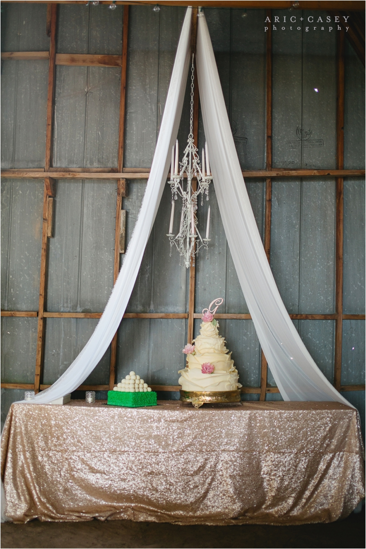 wedding cake details with shimmer table cloths
