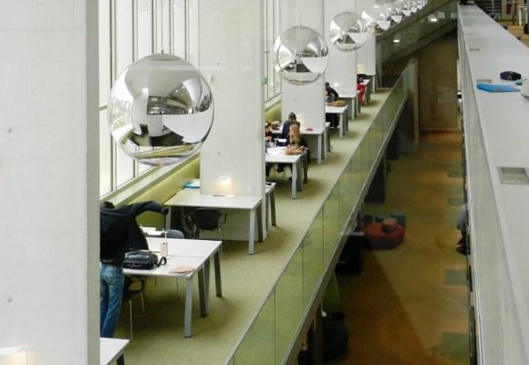 El mobiliario de Aridi en la universidad francesa de Versailles