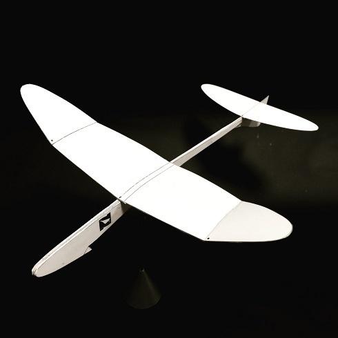 今年の自由研究はこれで決まり!めちゃくちゃよく飛ぶ紙飛行機。
