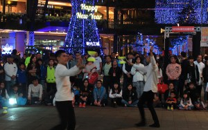 Street performers playing with diabolos in Taipei.