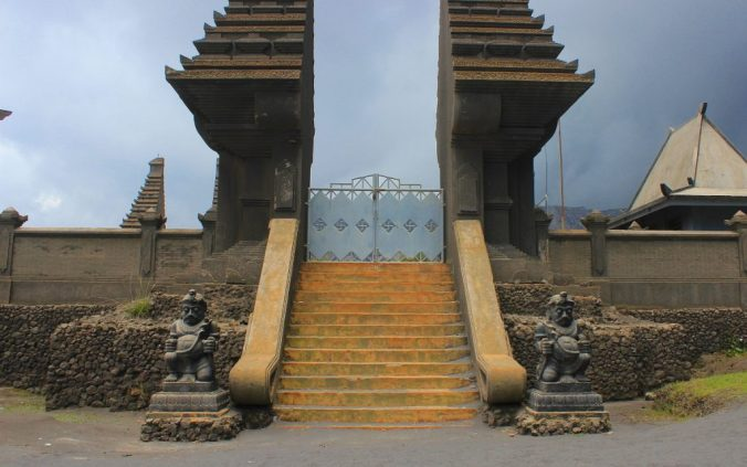 There's even a Hindu temple at the Sea of Sand, although it's usually closed. Mount Bromo has been worshipped as a god, and people still give offerings to the crater.