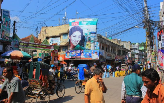 Best travel tips for long-term travel. Crowd of people in Dhaka, Khulna.