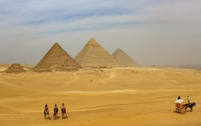 Viewpoint of Giza Pyramid Complex from the dunes.