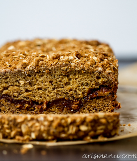 Cookie Butter Streusel Banana Bread #vegan via www.arismenu.com