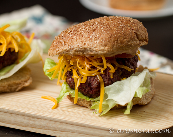 Spicy Chipotle Cheeseburgers