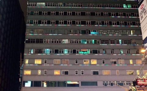 夜のライトアップされた重慶大厦