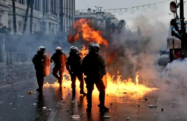 Massive protests against Tsipras and the sell-off of Macedonia