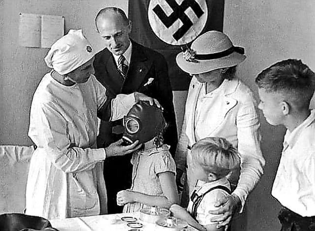 """Πως ο Χίτλερ σχεδίαζε τον μαζικό εμβολιασμό [με το αζημίωτο πάντοτε] και η εταιρία """"τέρας"""""""