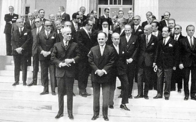 1973: Ο Γεώργιος Παπαδόπουλος παραδίδει σε μεταβατική κυβέρνηση για ελεύθερες εκλογές – Έρχεται η ανατροπή