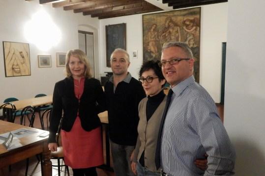 Da sinistra: l'editrice Paola Cominotti, Giuseppe Bono, Viviana Filippini, Marco Di Giaimo