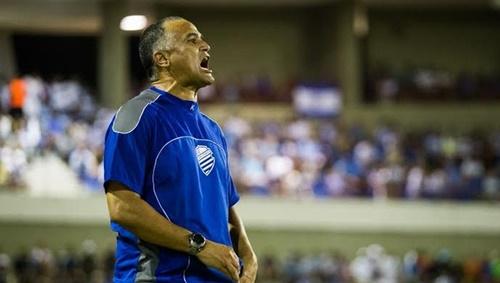 O técnico Oliveira Canindé conhece com poucos o futebol do Piauí, respeito o Altos mas que vencer neste domingo (Foto: AILTON CRUZ)