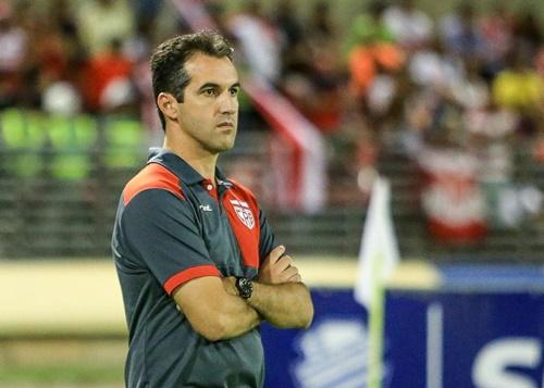 O técnico Léo Condé acredita que o CRB chega no clássico de hoje com boas condições de vitória (Foto: AILTON CRUZ)