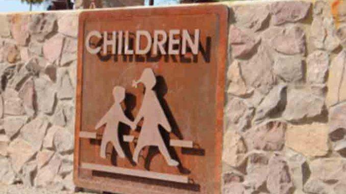 children,crosswalk