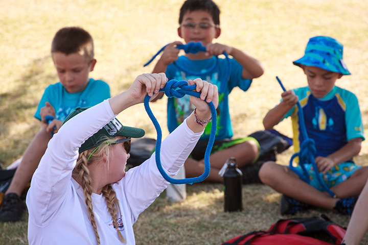 Here's how to tie a square knot. Photo: Mike Ferring