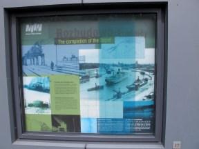 Westerplattes komplicerade historia får en bra, flerspråkig framställning.