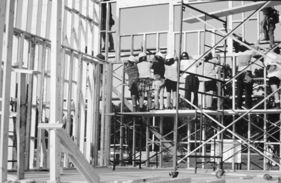 Wall lift-people
