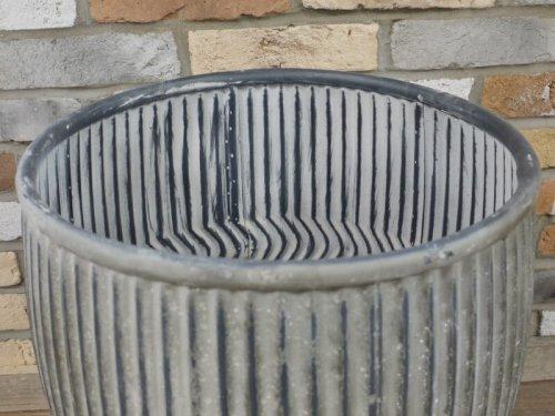 Metal Dolly Tub Planter. Fantastic vintage look.