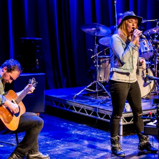 Elles Bailey on vocals & Joe Wilkins on guitar