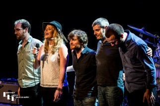 Elles Bailey & her band take their final bows