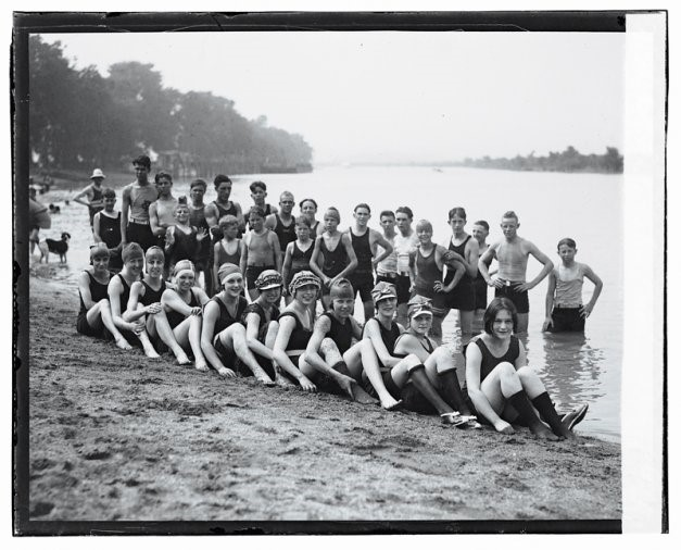 Normal life returns to Arlington as healthy bathers enjoy Arlington Beach, 1922 (Courtesy Library of Congress)