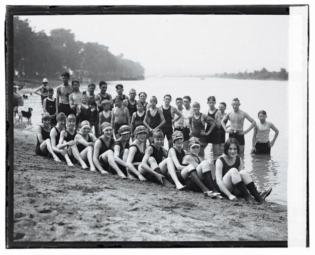 Normal life returns to Arlington as healthy bathers enjoy Arlington Beach, 1922 (Courtesy Library of Congress)