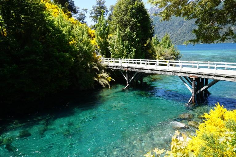 Río Correntoso, uno de los lagos más imponentes de la ruta de los siete lagos