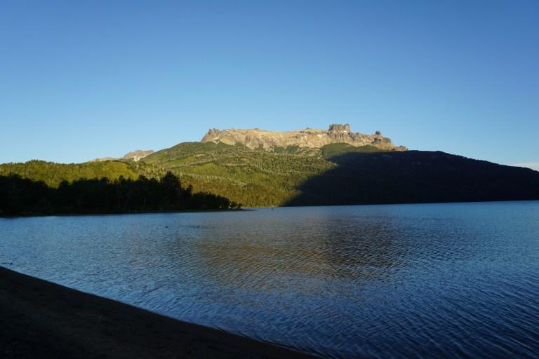 Atardecer en Lago Falkner en la ruta de los siete lagos