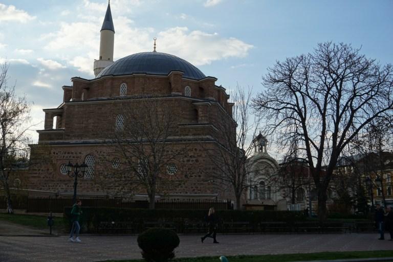 La Mezquita de Banya Bashi en Sofía, Bulgaria.