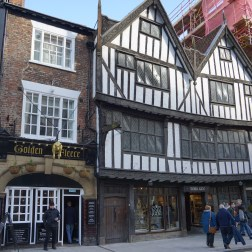 The Golden Fleece, uno de los haunted pubs más famosos