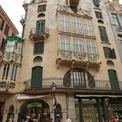 Can Forteza Rey, un edificio modernista con clara influencia de Gaudi