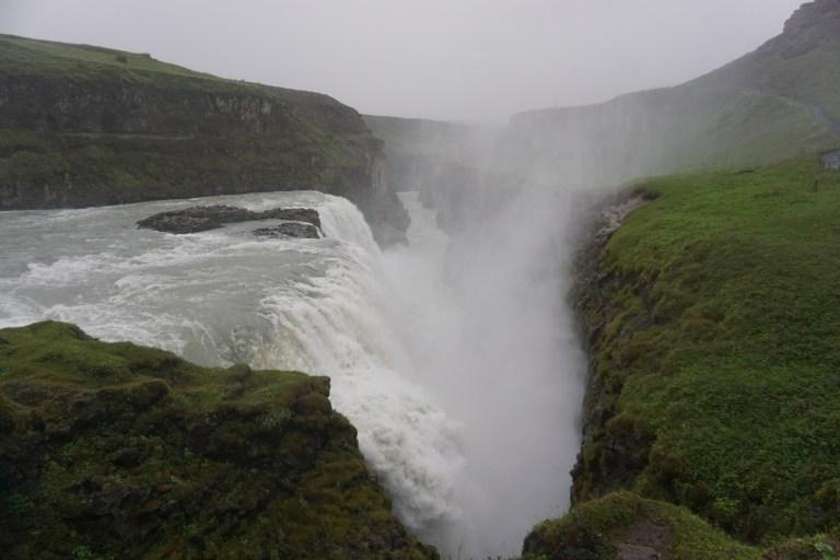 Gulfoss, una de la cataratas más grandes de la isla, visita obligada en la ruta por Islandia.