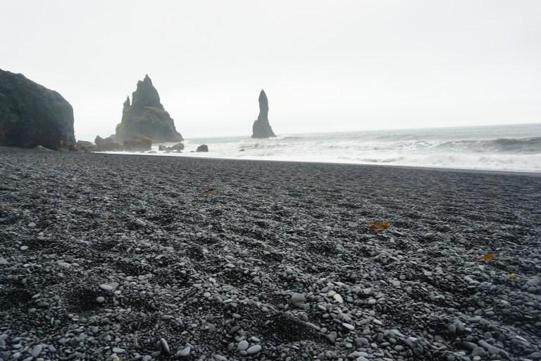 Reynisfjara beach, playas de arena negra, un clásico de la ruta por Islandia.