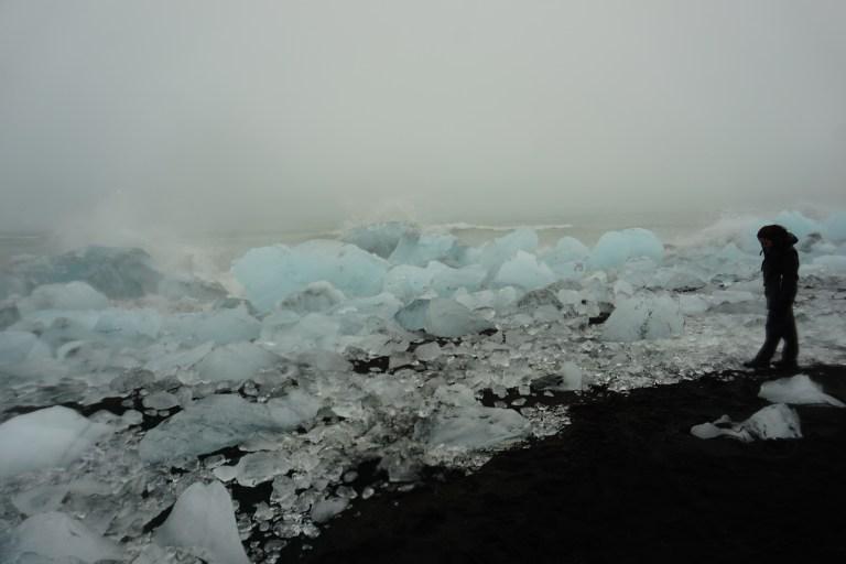 La impresionante Diamond Beach, un lugar imperdible en la ruta por Islandia.