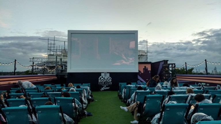 Rooftop cinema qué hacer en Londres de Noche