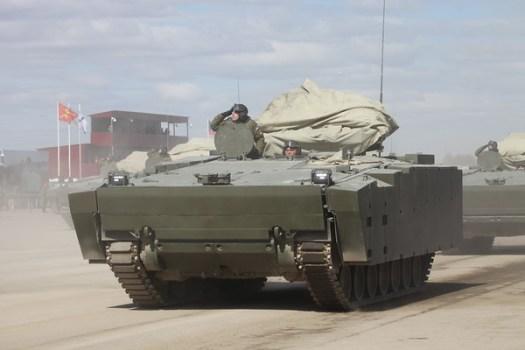 Obrněný transportér objekt 693 na střední jednotné pásové platformě Kruganěc-25