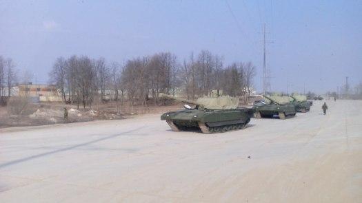 Další kolona tanků Armata