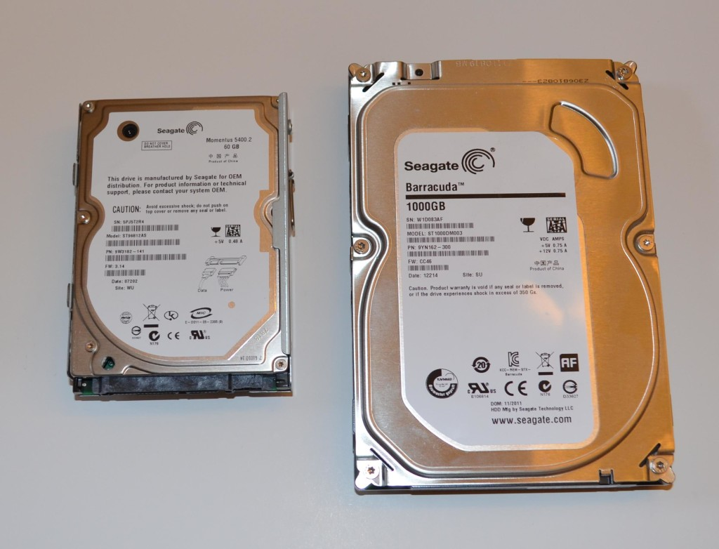 """The Liztek HDDS1BS works with 2.5"""" (left) and 3.5"""" (right) hard drives."""