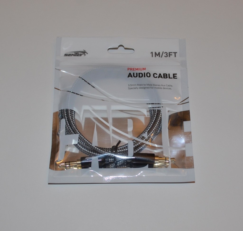 Sentey 3.5mm audio cable packaging.