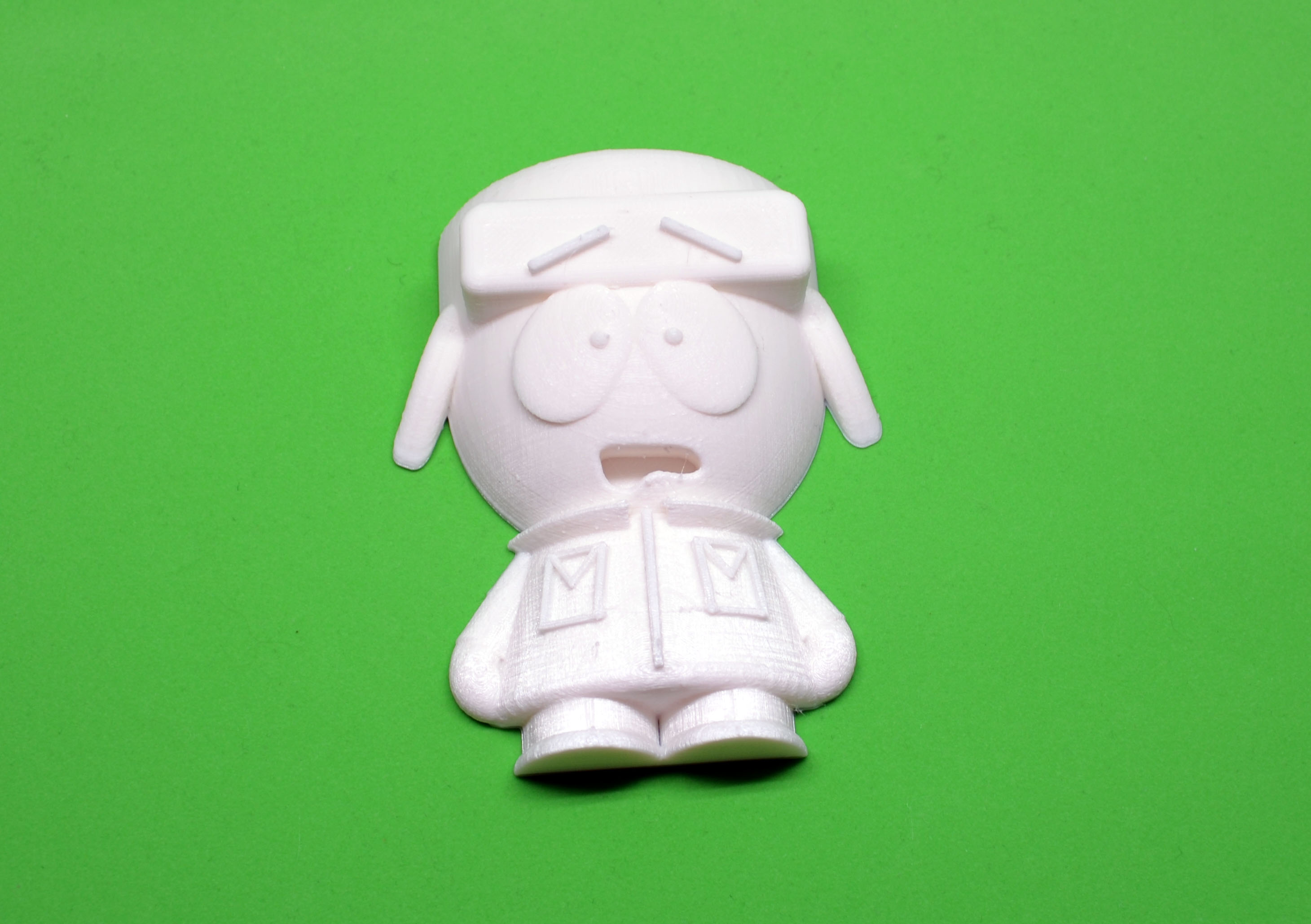 The top half of a South Park Kyle Broflovski model. After I print the other half of the model to make a standing figure, I'll try to paint it with acrylic paint. As you can see, the raw quality is excellent.