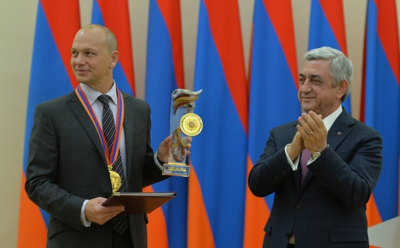 President Sargsyan Received 2017 Global IT Award Winner
