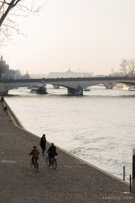Stroll-by-the-Seine-in-Paris-Sunny-day-in-Paris,-France-photographed-by-Armenyl.com